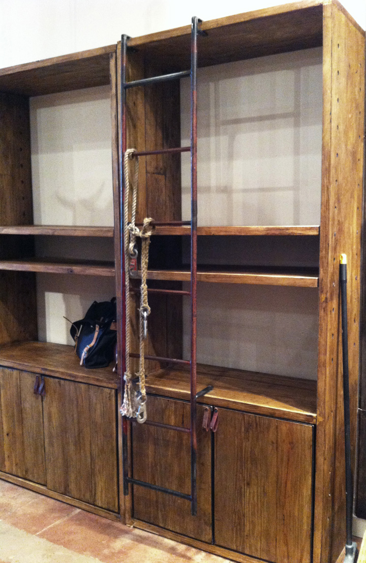 photo | adjustable custom shelving