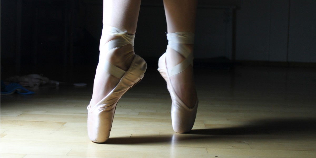 ballet_feet_ballet_shoes_ballerina_dance_shoes_female_performance_classical-1370731.jpg
