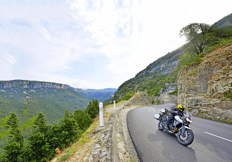 The D290 alongside the Gorges de l'Ardèche is a stunning vista
