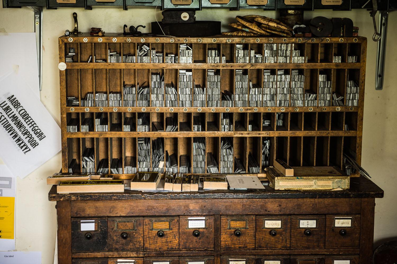 Capreolus-distillery-Eaux-Eau-De-Vie-Gin-Garden-Tiger-bottle-design-packaging-print-letterpress-two-wood-traditional-press-graphic-embossed-004.jpg