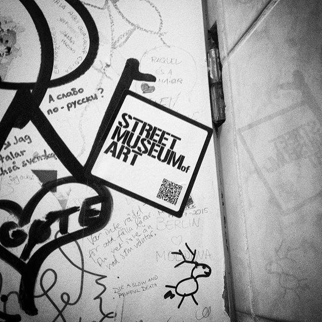 Oh hey, #Berlin #stickerbombing #smoa #slapstick #streetart #graffiti
