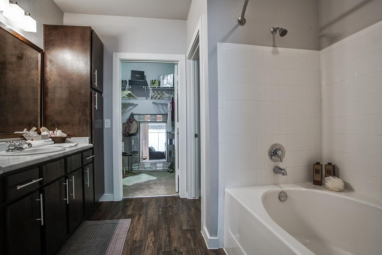 CW_FemaleModel_Bathroom.jpg