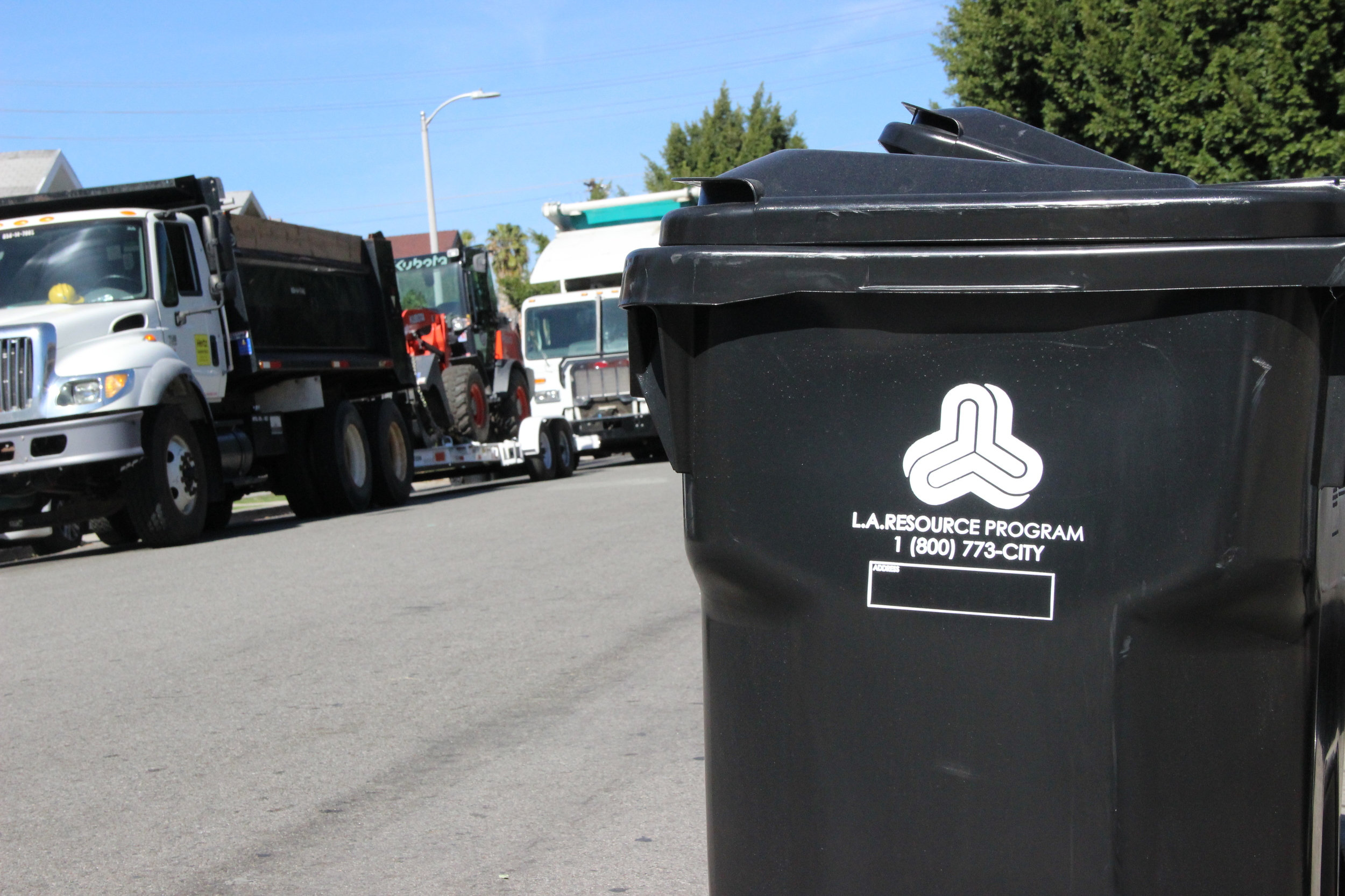 Clean Streets L.A. crews removed, transported and delivered to landfill more than 4,600 tons or 9.3 million pounds of trash and debris between July 2015 and December 2015.