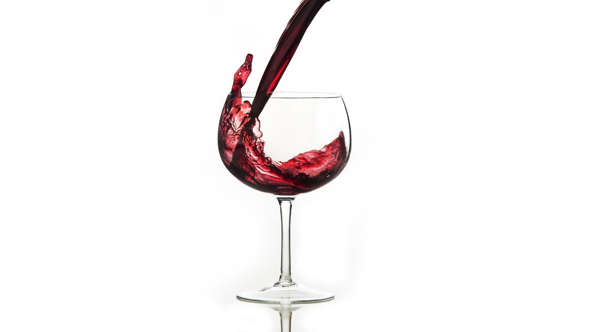 Geoff_Cardin_Portfolio_Drink_Vino_Pour.jpg