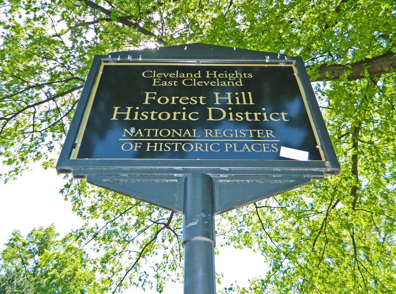 2013051501 Cleveland Heights Forest Hill sign.jpg