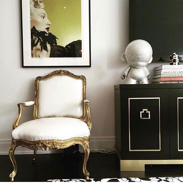 Black Ash and Brass Credenza designed by @michellegersoninteriors  #michellegersoninteriors  #mgid #homedecor  #homedesign  #decor  #design  #style  #interiors #interiordesign  #interiorstyle  #bespoke #bespokefurniture #furnituredesign
