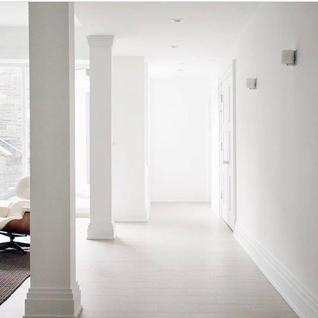 Space designed by @michellegersoninteriors  Photo by @patrickcline_  #michellegersoninteriors  #mgid #space #inteeiors #interiordesign #interiorstyle #style #eames #design #decor #light