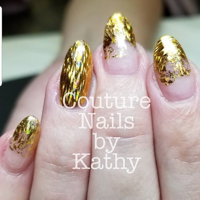 This is one of my most favorite foils! I love how this gold holographic design shifts when it's moved. Check out @dixie_plates for the best foils!! I used @johens_club  transfer foil gel. It gives the perfect full coverage every time 😁  #gelnails #hardgel #apresgelx #cndacrylic #foilnailart #dixie_plates #glitternailart #stampingnailart #springvalleynails #springvalleynailtech #lasvegasnails #lasvegasnailtech #summerlinnails @dixie_plates #summerlinnailtech @apresofficial @lightelenancegel #ibxboost #lcnbarefoot @herabeauty
