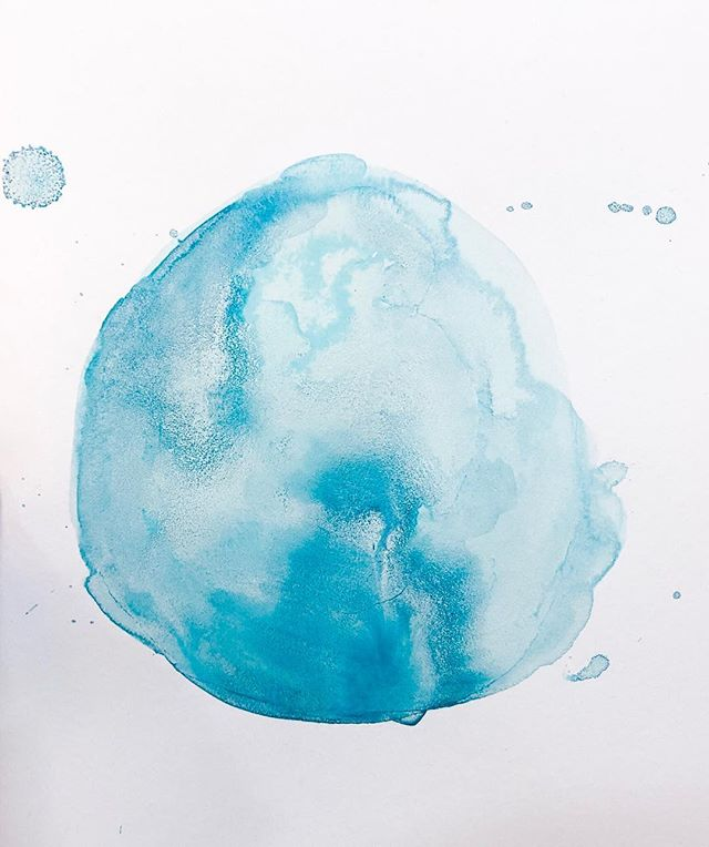 Gaaa I'm so obsessed with this copper oxide ink! ✨💙🤩💙✨ ⠀⠀⠀⠀⠀⠀⠀⠀⠀ . . . .  #startwithwhy #doitfortheprocess #makersgonnamake #creativepreneur #handsandhustle #creativityfound #moderncraft #calledtobecreative #organicmaterials #sustainablematerials #lowimpactliving #lowimpactmovement #createeveryday #livebeautifully #seekinspirecreate #ethicalliving #gowildlyandslow #pursuepretty #modernmaker #naturalink #naturalinks #copperoxide #sustainableart #sustainableartist