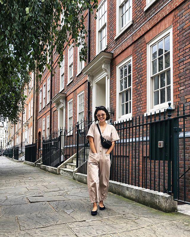 〰️ I already miss summer 😭🍂 It's cold . . この日はわたしの大好きな ジャンプスーツコーデ。 夏といったら必ず着るジャンプスーツも もう寒くて着れないなー😭 . ロンドンすでに寒すぎて 夏が恋しすぎる... . . . . . . . . . #london#londonmum#londonlife#mummylifestyle#mumlifeuk#mummyfashion#londonstreetstyle#streetfashion#fashiondaily#styleblogger#casualcode#styledaily#fashionlove#mamagirl#mamafashion#fashion7days#ootd#outfit#Pointedpumps#jumpsuit#今日のコーデ#コーデ#ママコーデ#カジュアルコーデ#シンプルコーデ#ジャンプスーツ#楽チンコーデ#サンダルコーデ#サングラス#プチプラコーデ