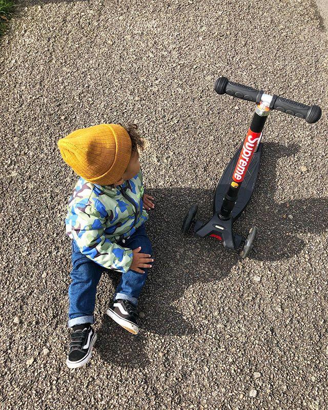 〰️ Autumn code🐿🍂 . 息子ちゃんもすっかり 秋コーデ🍁 去年の秋冬物はギリギリ着れたり 着れなかったりで、 最近また新しい秋冬物を まとめて購入! 自分のファッションより 息子のファッションを 楽しんでいるな、最近…😂 . でもママだってオシャレ 楽しみたいよー。。 . . . . . . . . . . .  #london#londonmum#londonlife#babyboy#mixedbaby#mixedbabyboy#babyfashion#babyboy#ootd#babyoutfit#babymodel#babyootd#1yrold#mamadiary#ロンドン#ロンドン生活#海外生活#国際結婚#国際カップル#海外子育て#赤ちゃんのいる生活#男の子ママ#ママライフ#ママリ#ベイビーコーデ#キッズコーデ#ハーフベイビー#ベイビーモデル#小さな彼氏#男の子コーデ#息子コーデ