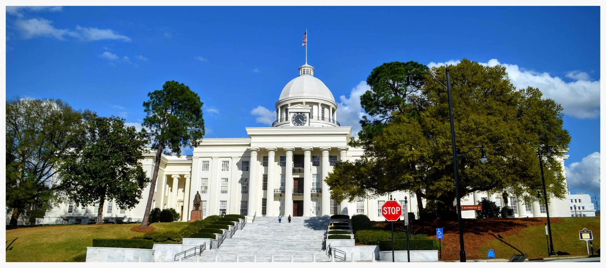 Alabama State Capitol, looking up from the base of the steps