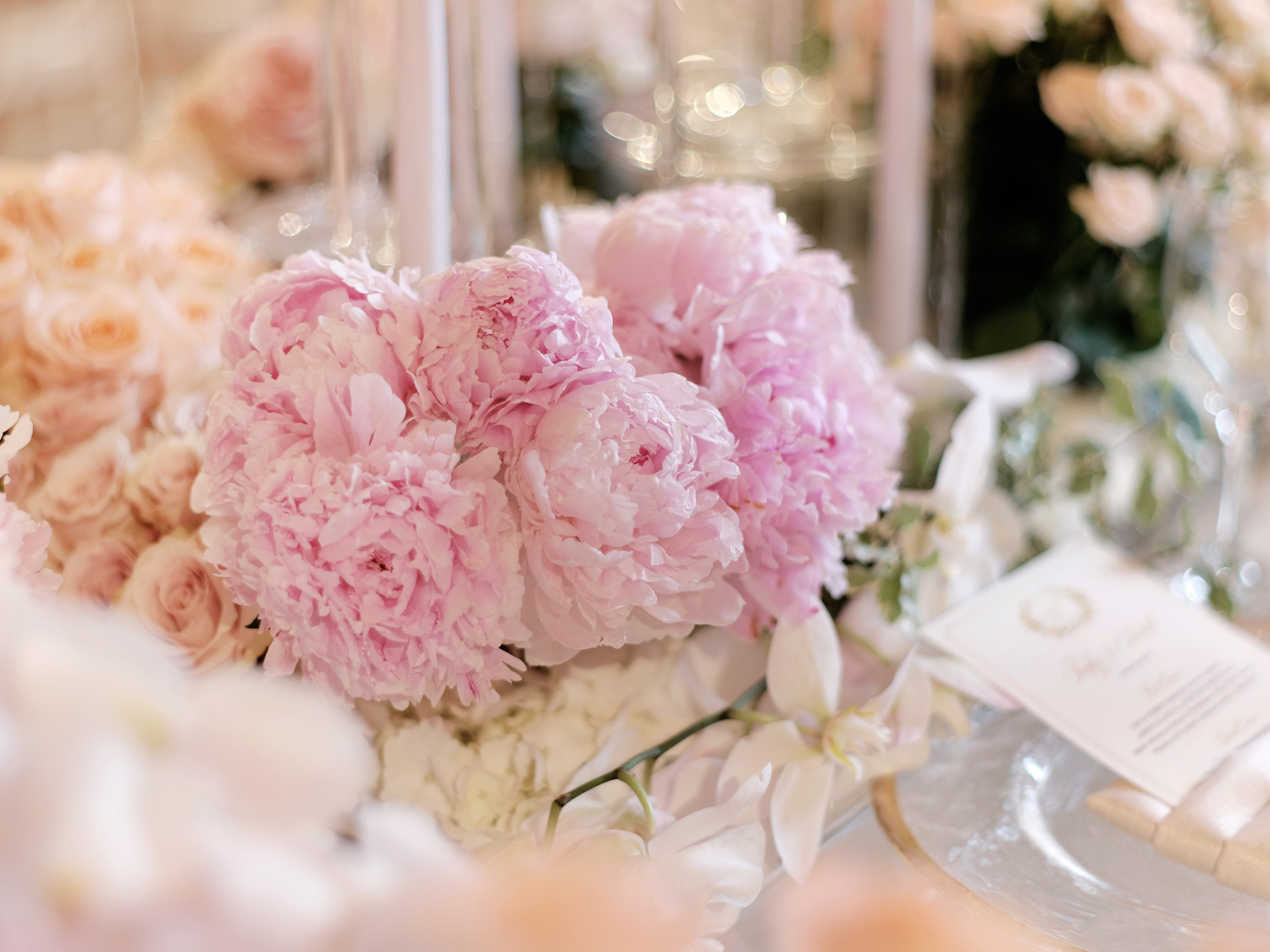 Easy flower arrangement for Mother's Day - single-variety flower arrangements like this pink peony bouquet are the perfect DIY table idea setting for Mother's Day brunch. Designed by Eddie Zaratsian Lifestyle and Design.