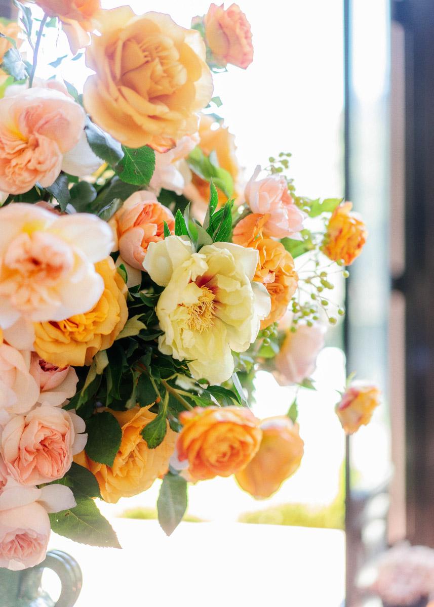 Peach and pink summer wedding floral arrangement by Eddie Zaratsian