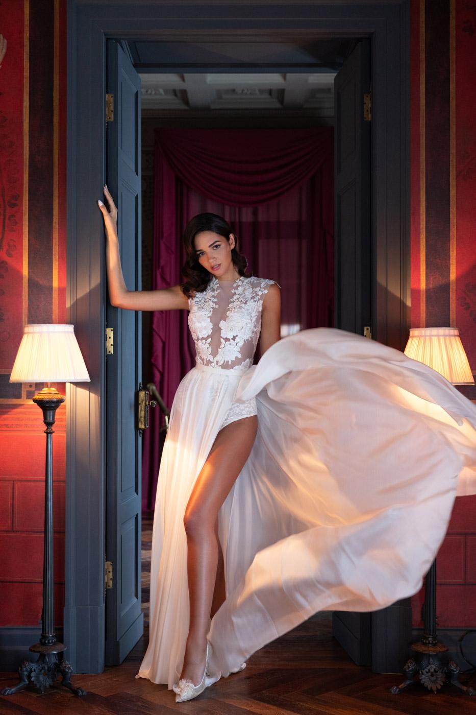 Gorgeous bride at Villa Astor, Sorrento, Italy - photo by Adagion Studio
