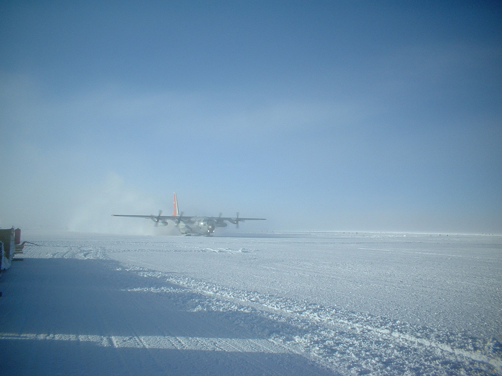 A C17 landing at South Pole's skiway.