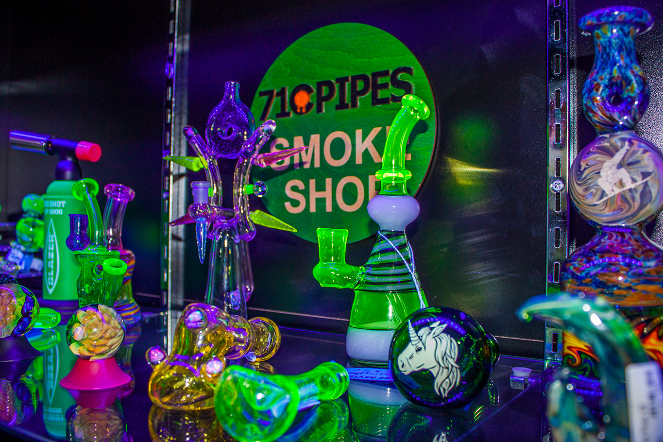 glow-in-the-dark-bongs.jpg