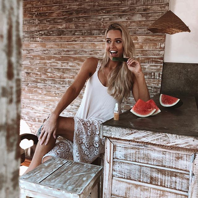 Missing those Bali Vibes 🌴💦🍉 Happy Monday 🌸🌴🌸 #bali #baliindonesia #balibody #watermelon #model #campaign #snap