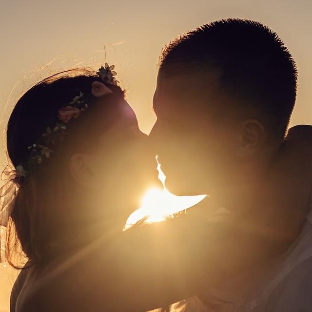 thumb_Silhouette of Couple.jpg