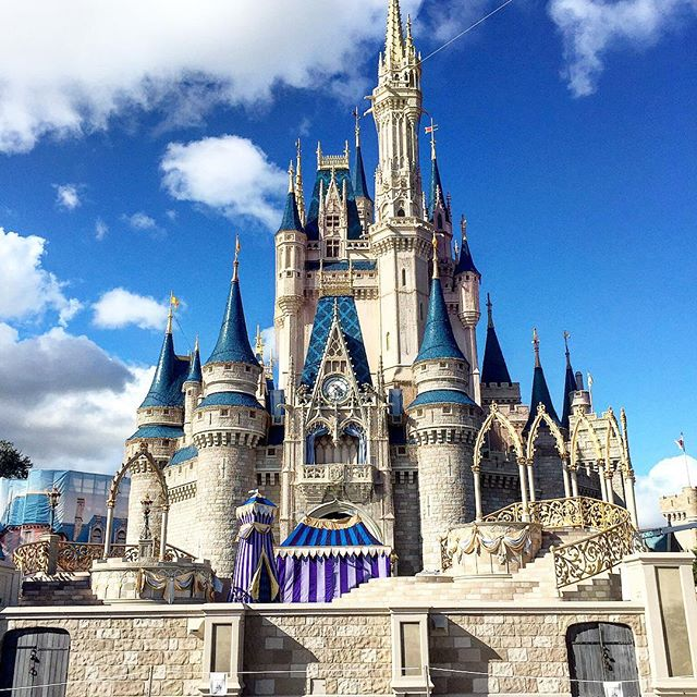 It's always sunny at Magic Kingdom! #theorlandotravelguide #waltdisneyworld #wdw #orlando #thingstodo #instagood #instadaily #instatravel #travel #family #fun #holiday