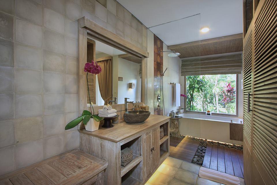 udaya suite bathroom.jpg