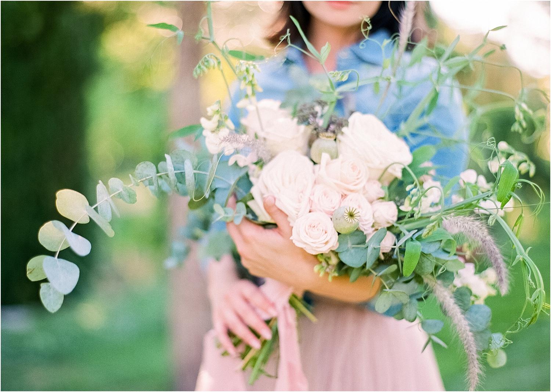 eucalyptus-mit-rosa-blumen.jpg