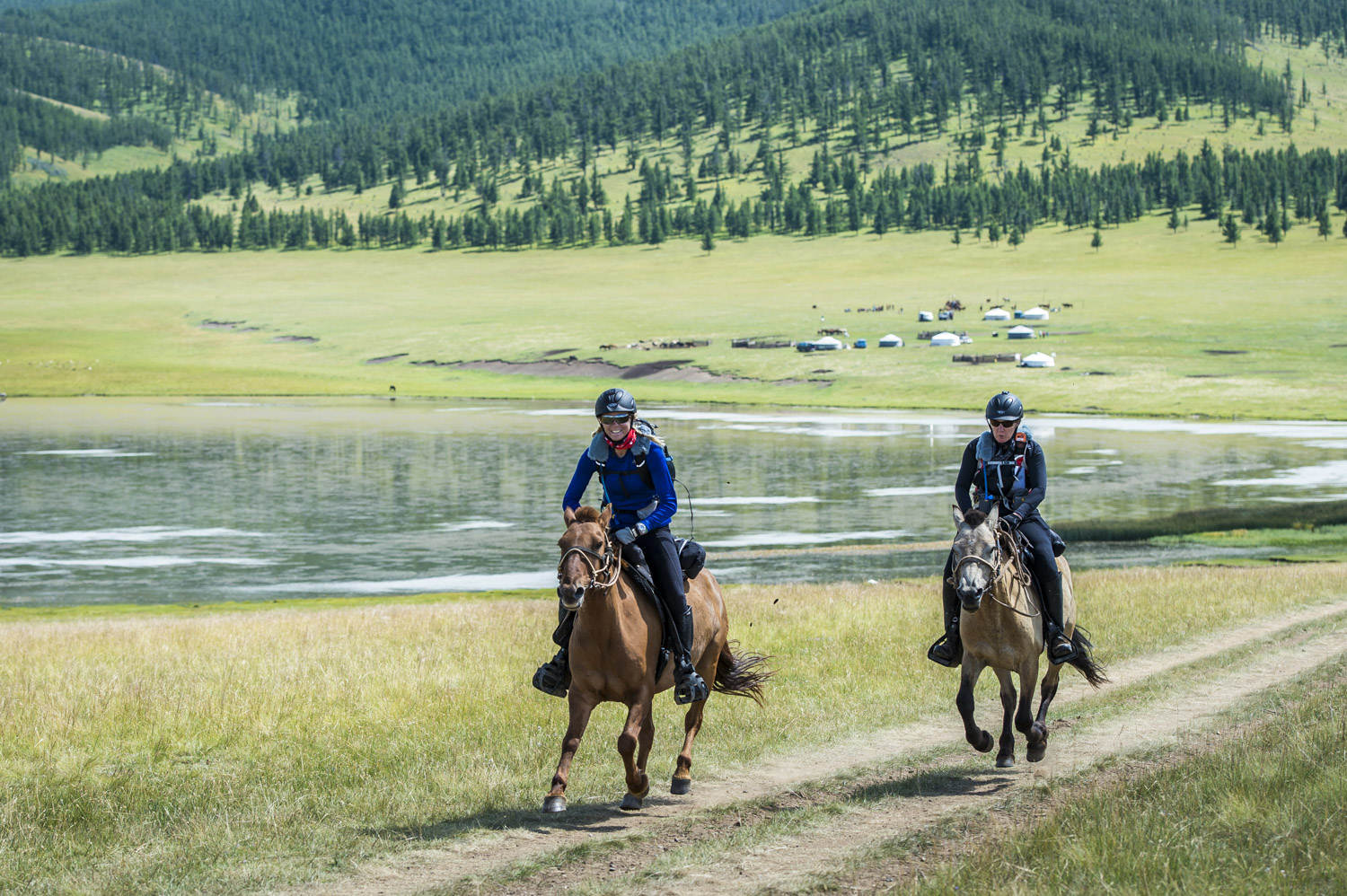 43 riders take on the challenge to ride the longest horse race (Credit: @Richard Dunwoody)