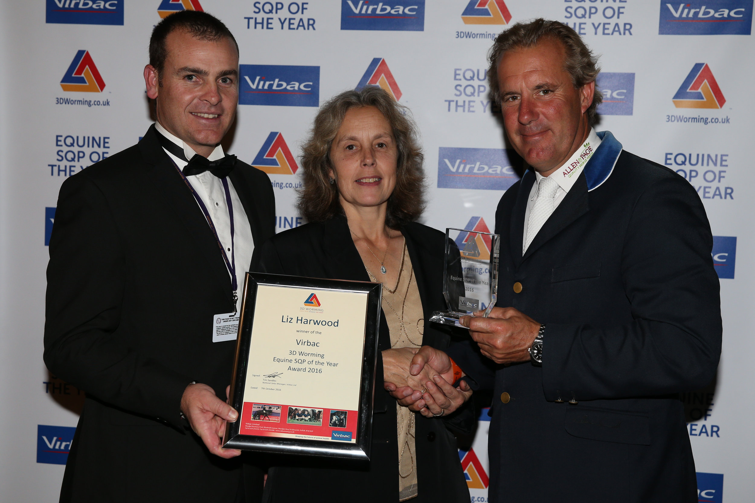 Virbac 3D Worming 2016 Equine SQP of the Year Liz Harwelll recieves her award from Virbacs Frazer Hodgson and leading show jumper William Funnell