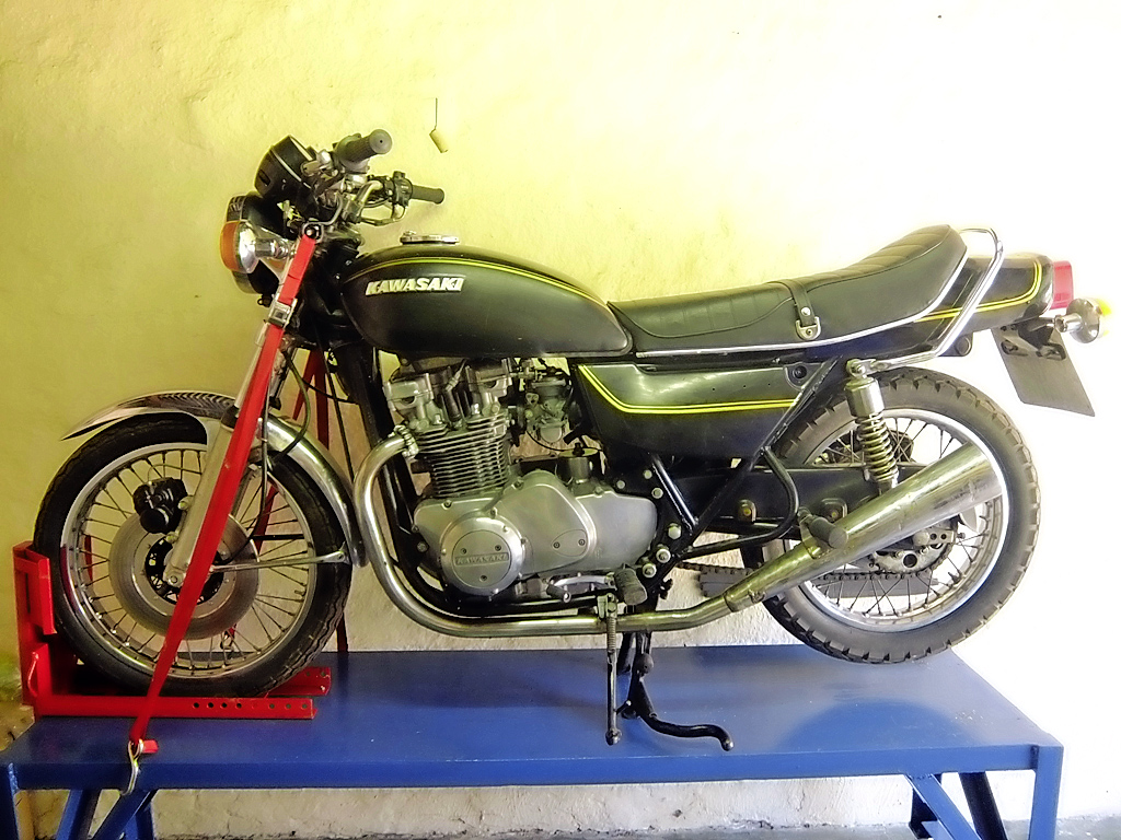 Kawasaki Z750 – is it worth restoring or should it become a café racer?