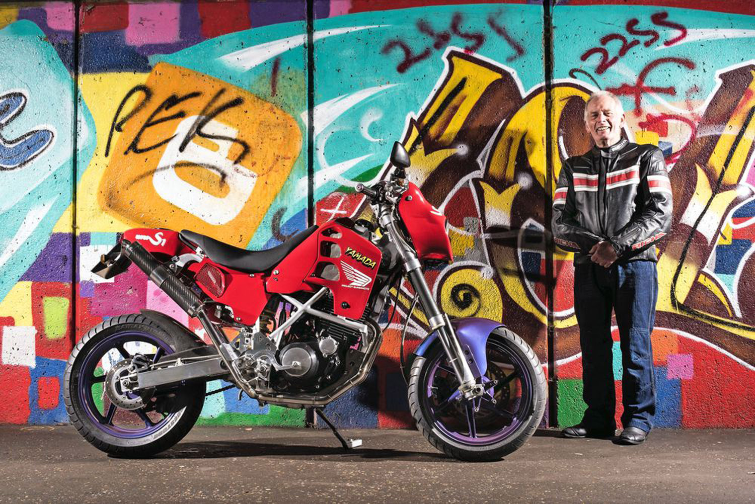 Looks SO factory. In fact a lot better than a great many factory Supermotos