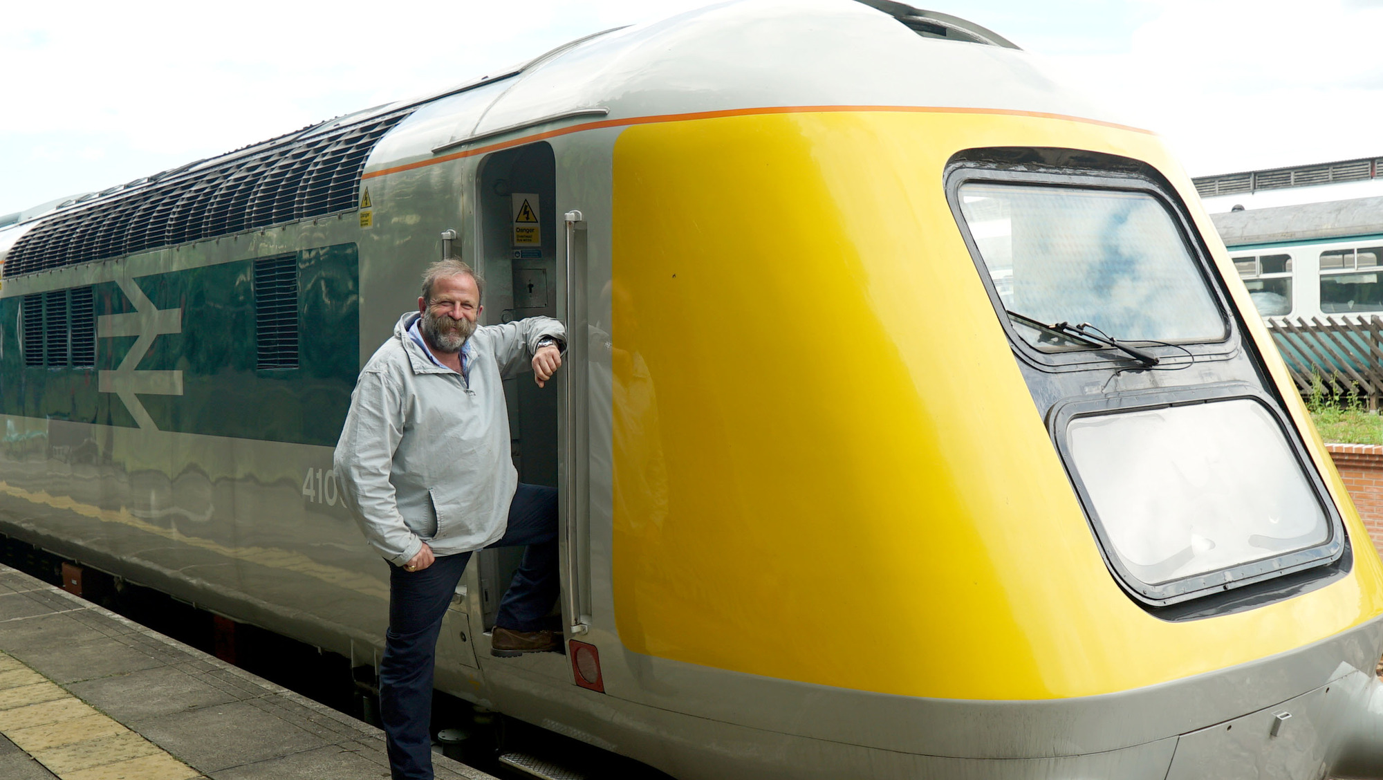 Trainspotting Live!  co-presenter Dick Strawbridge with the prototype HST. If the programme was to be believed, HSTs on the ECML were a rare, and therefore thrilling, sight. BBC