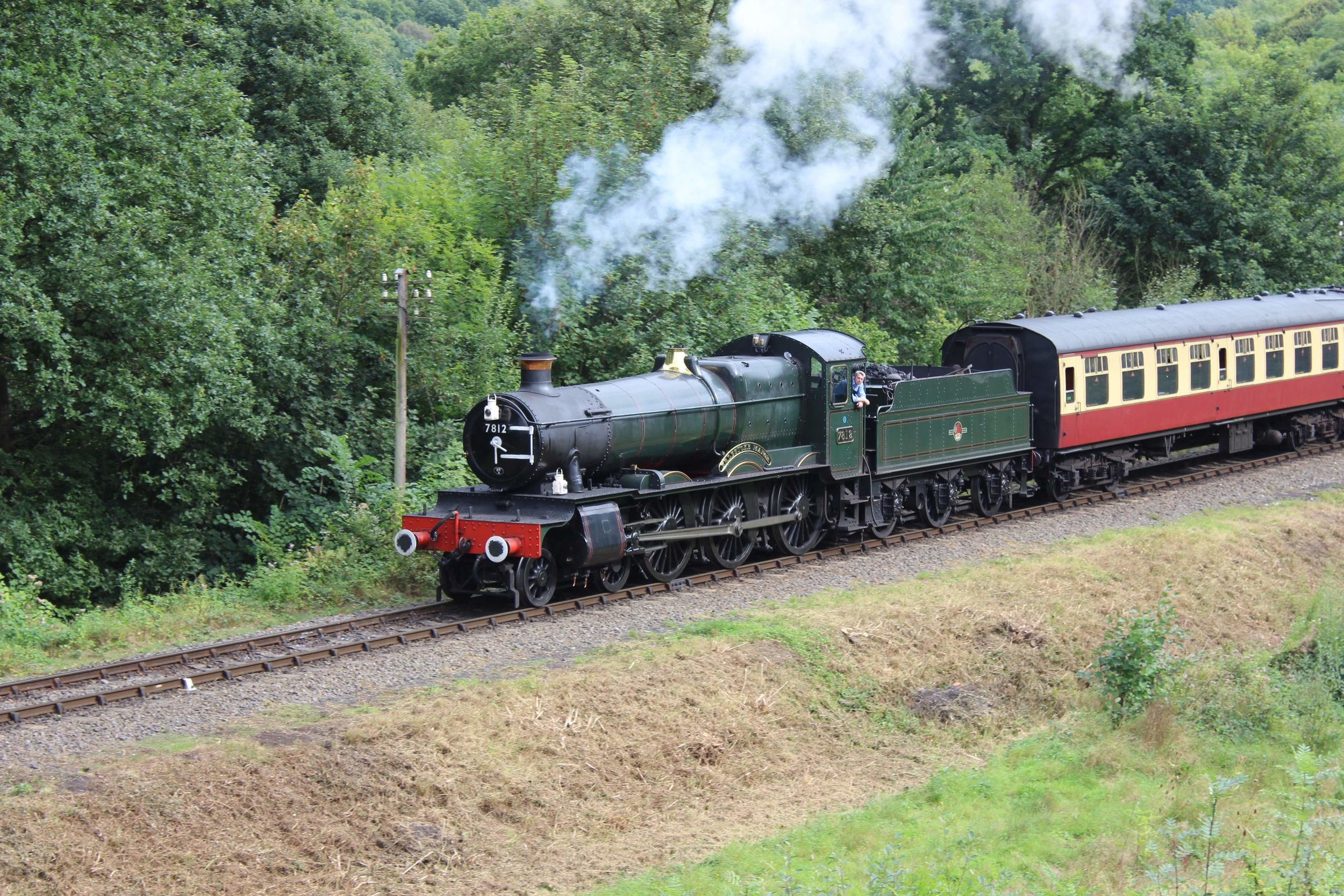 Coming out of traffic at the end of the year, 'Manor' No. 7812  Erlestoke Manor  steams past the Engine House at Highley with the Bridgnorth-bound train on September 9 2016. THOMAS BRIGHT/SR
