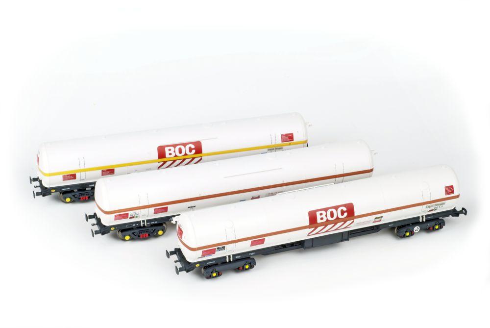 Olivia's Trains/Heljan liquefied gas tanks