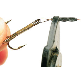 3.  Position the crimp around 5mm from the hook and squeeze it tightly using the crimping pliers.