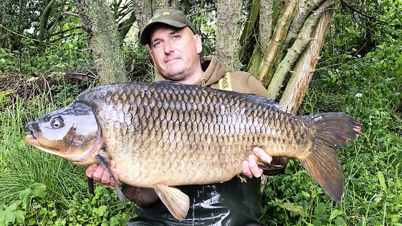 Lee Snow 32lb 8oz common carp.jpg