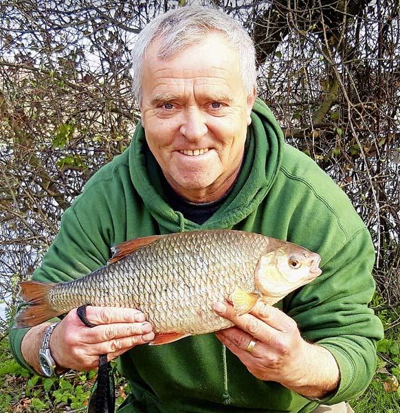 Richard Barlow 3lb roach.jpg
