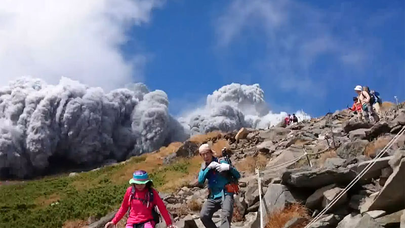 Mount-Ontake-eruption-1.jpg