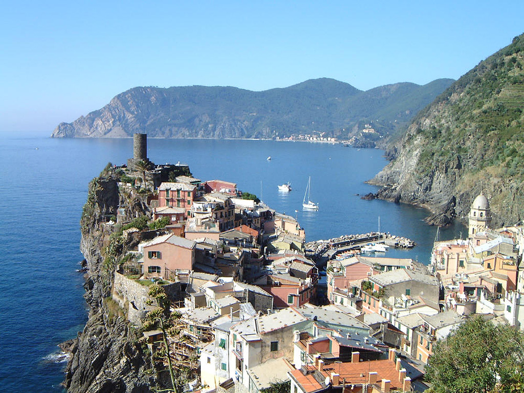 Cinque_Terre,_Italy.jpg