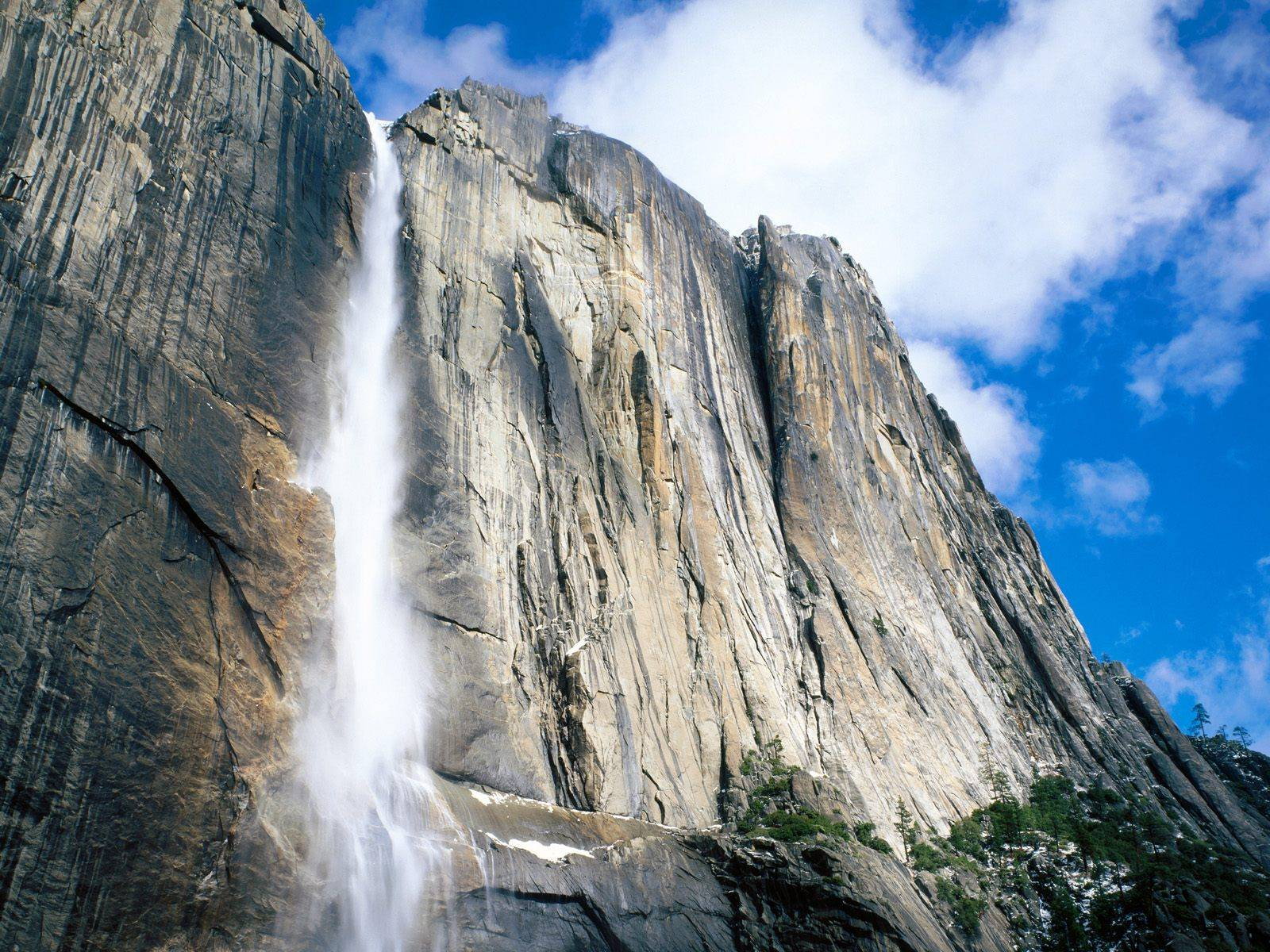 Upper%20Yosemite%20Falls,%20Yosemite%20National%20Park,%20California.jpg
