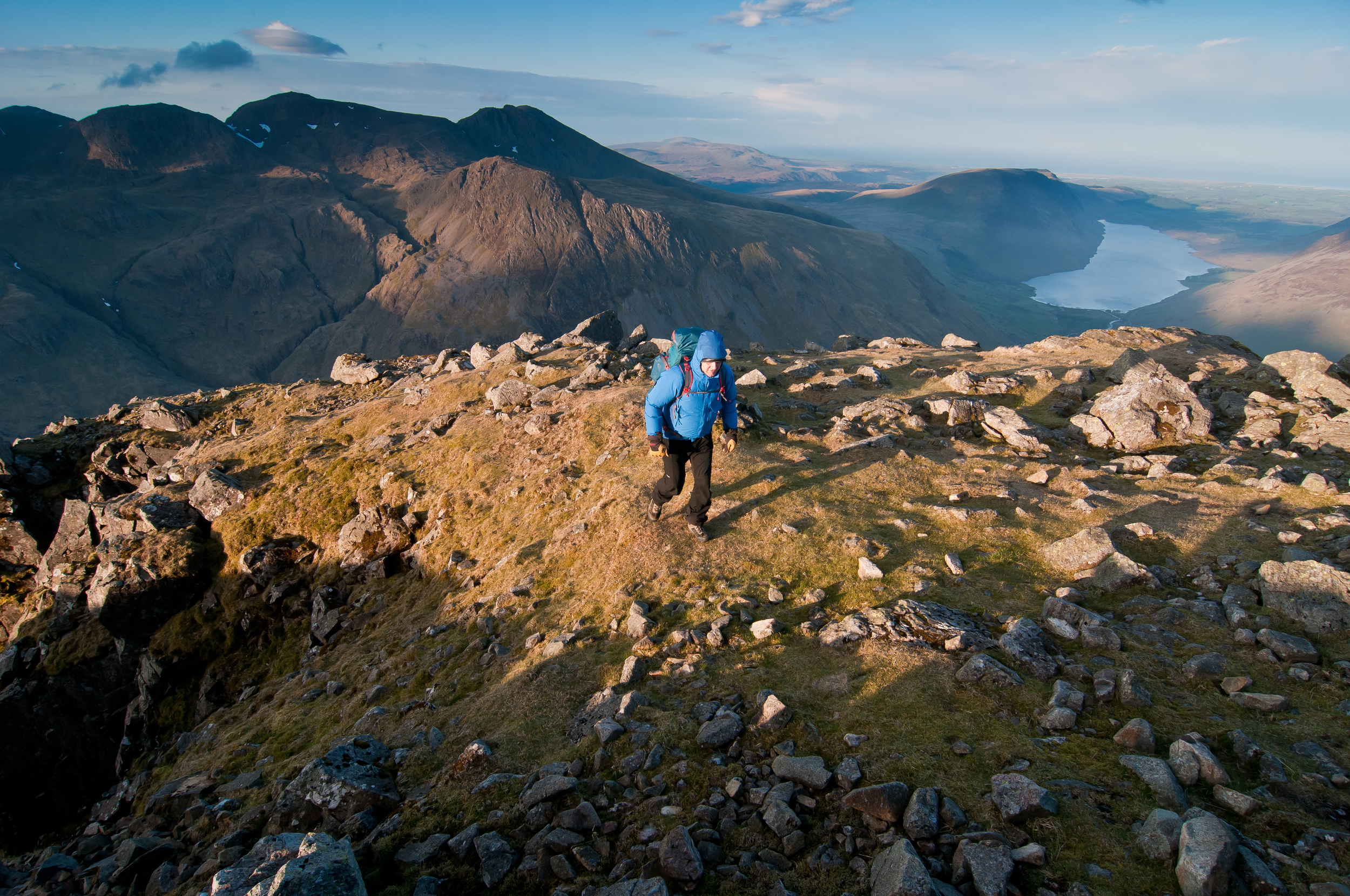 Nearing the 899m summit of Great Gable, Wasdale and the Scafells beyond.  Photograph: Matthew Roberts / Trail Magazine