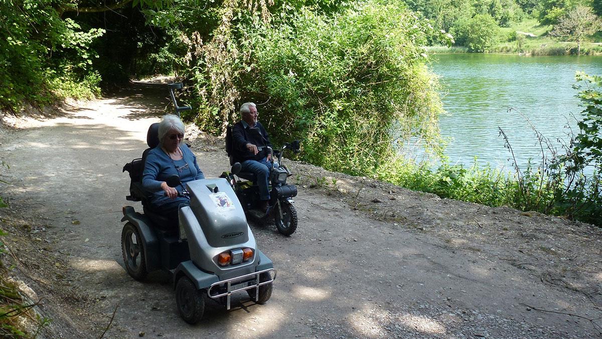 Val Rawlings and and Bob McLellan at Swanbourne Lake