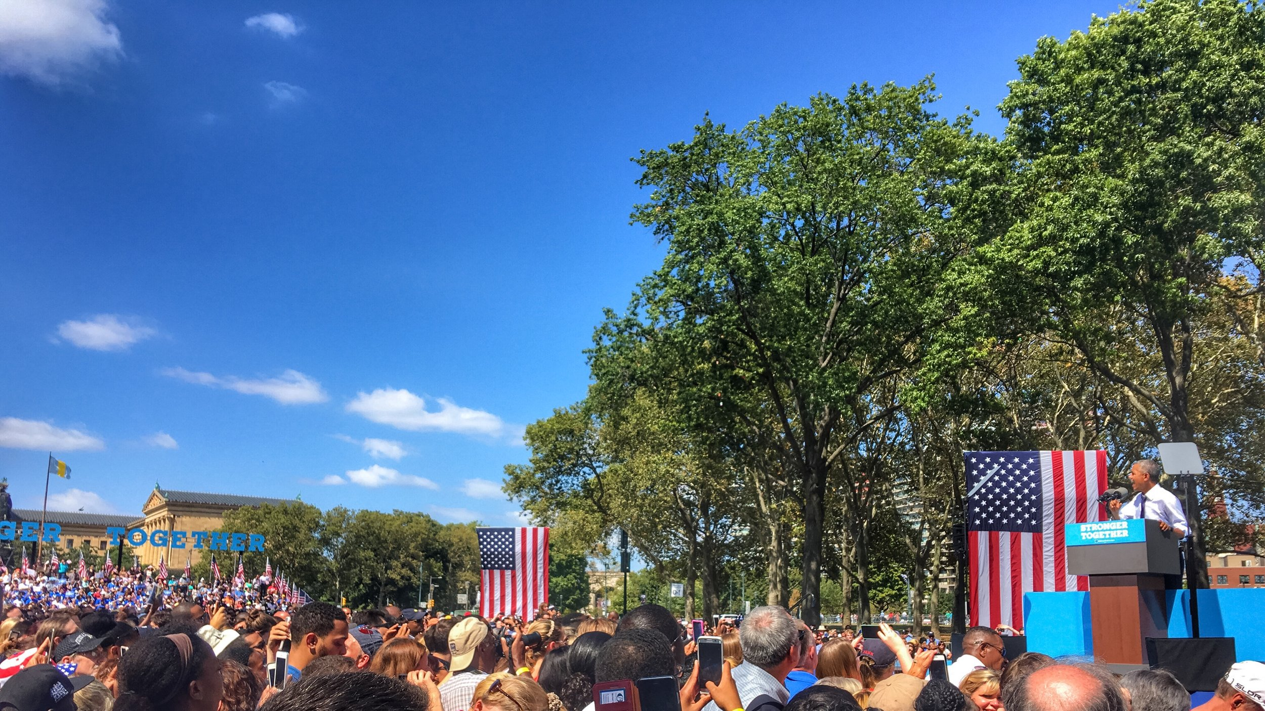 More than 6,000 people greet President Obama at Eakins Oval.