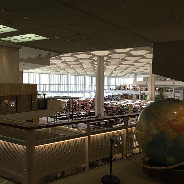 Bibliothèque de Berlin #hanssharoun #bibliotheque #berlin #wimwenders #lesailesdudesir
