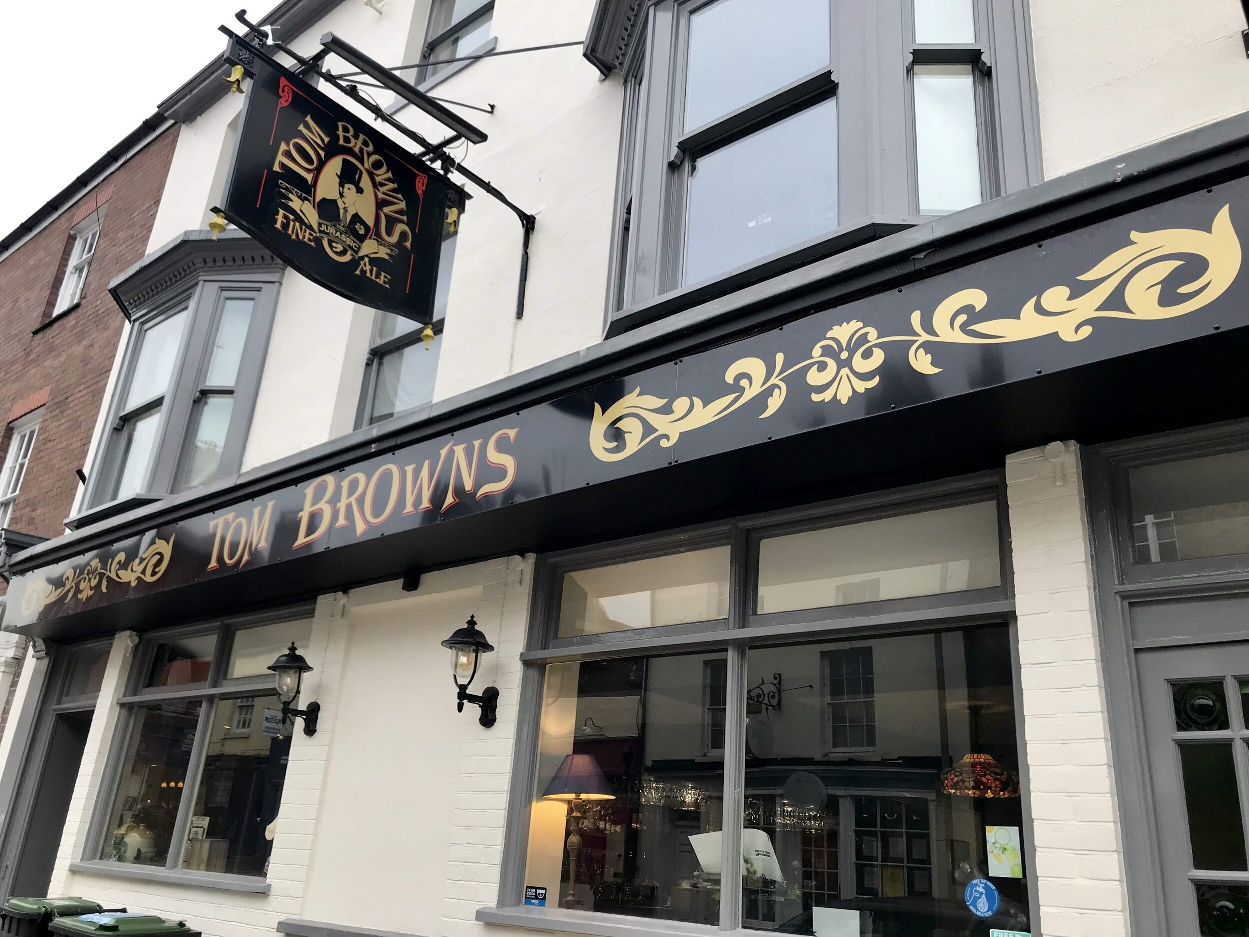 Tom Browns Pub.jpg