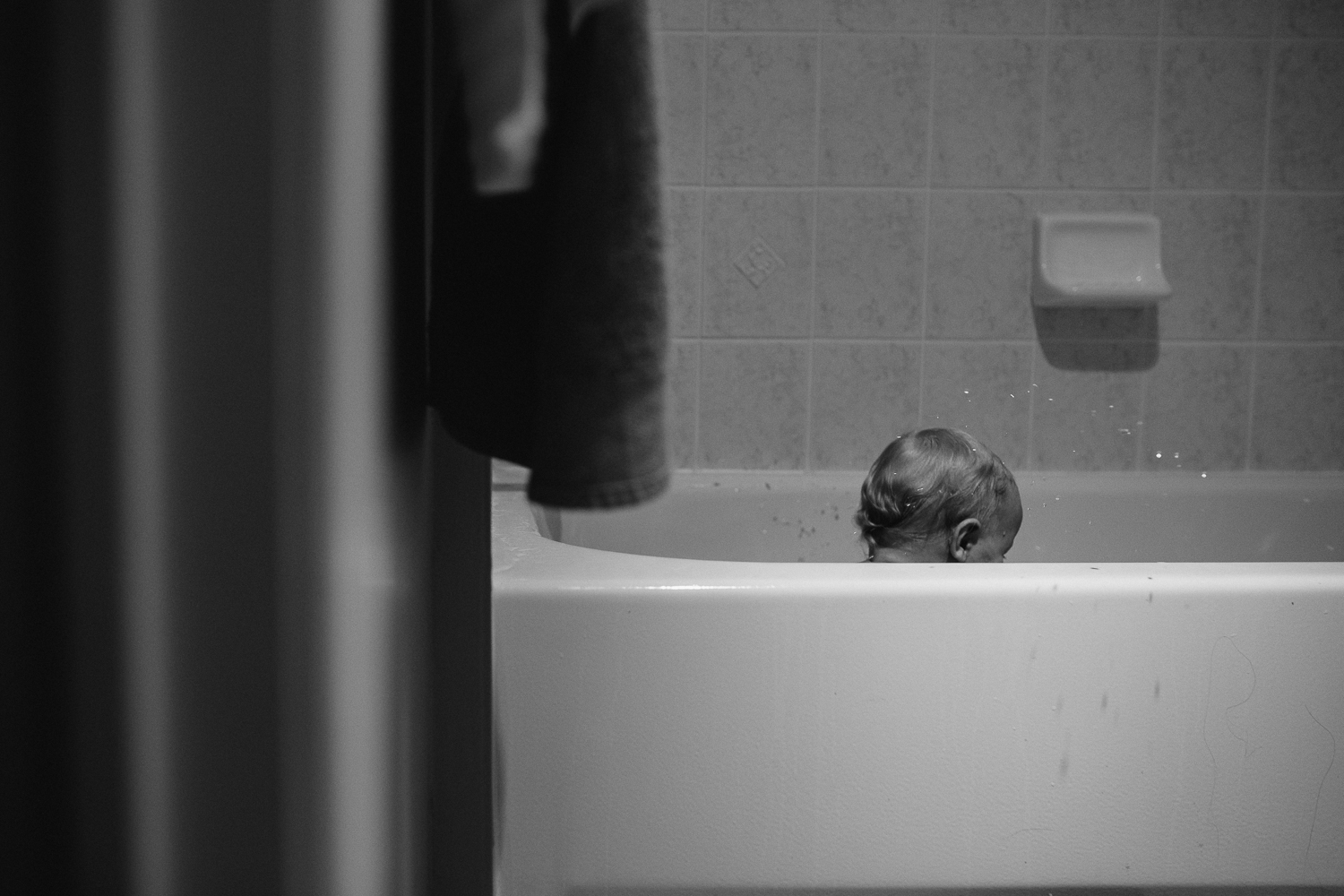 1 year old baby boy in bathtub - Uxbridge in-home photography