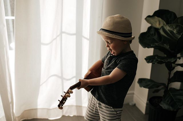 Levi's in what we will call a 'song writing phase' and it's both very cute and painfully loud at the same time. He definitely got his volume from my side of the family! 🎸🙉🥴 . . . . . . . . . . .  #torontofamilyphotography #torontofamilyphotographer #torontobabyphotographer #gtafamilyphotographer #clickpro #clickinmoms #clickmagazine #lookslikefilm #tribearchipelago #thelifestylecollective #mynameismama #candidchildhood #fromheaven_withlove #childrenofinstagram #letthembelittle #letthekids  #pixelkids
