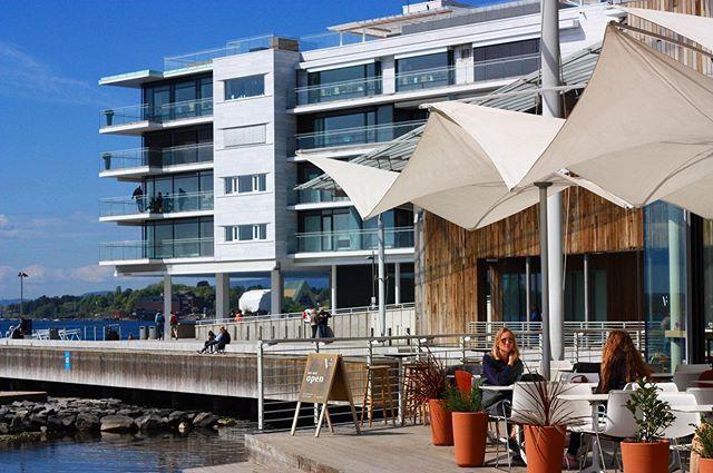 Sola skinner på #vingenbar i dag🌞 Visste du at vi serverer iskaffe? • The sun always shines on Vingen🌞And we are serving iced coffee!