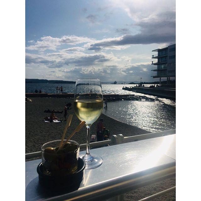 Beste stranda i byen! #vingenbar #astrupfearnley #tjuvholmen