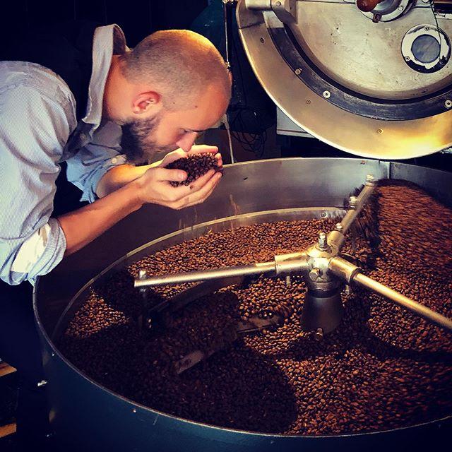 På besøk hos @fuglencoffeeroasters i Gamlebyen for å smake på neste kaffeleveranse til #vingenbar. Lover bra! #fuglencoffeeroastersoslo