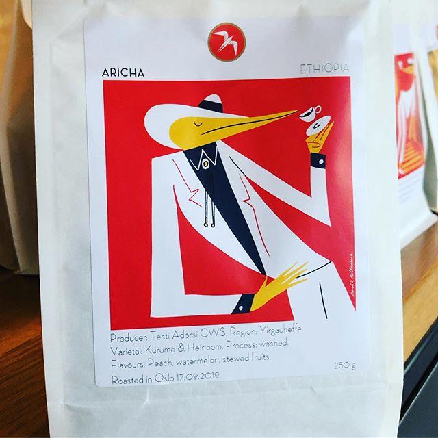 Neste filterkaffe fra @fuglencoffee_oslo er søt, fyldig og fruktig. Den kommer strake veien fra Etiopia via brenneriet i Gamlebyen. Kom å nytten hos oss på #vingenbar #astrupfearnley #tjuvholmen